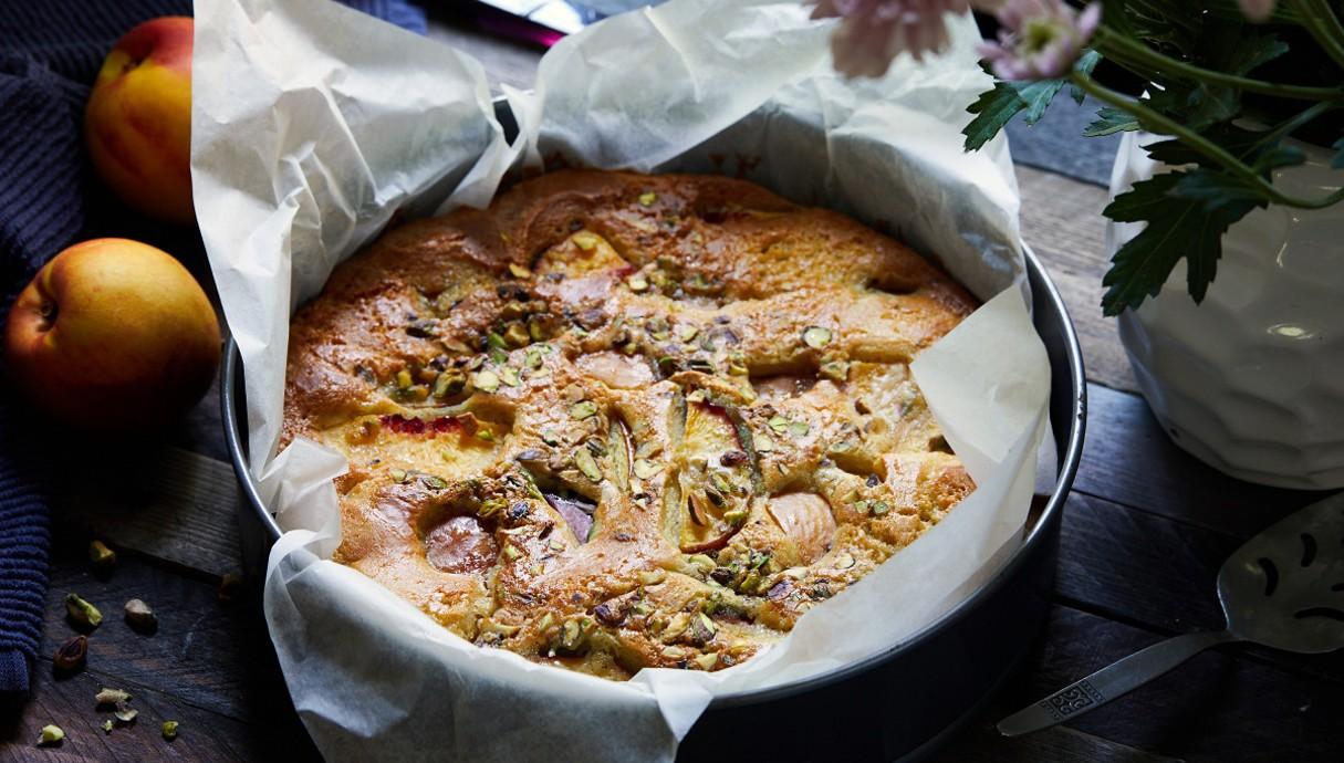 עוגת נקטרינות ושמן זית שלמה