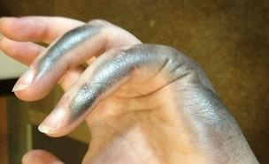 יד מלוכלכת (צילום: buzzfeed, מעריב לנוער)