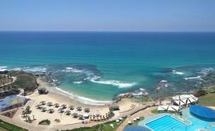 חוף כפר הים ובריכת מלון רמדה (צילום: נגה משל)
