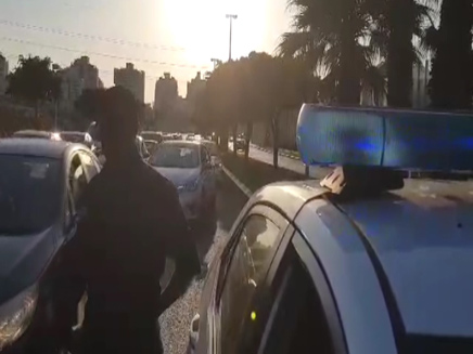המחסום בכניסה לפתח תקווה (צילום: חדשות 2)