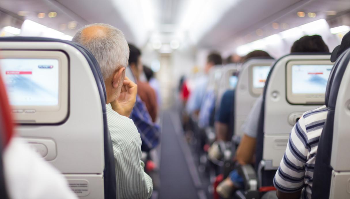 בטיסה לחול אפשר לקבל הרבה מחלות מכל האנשים שבמטוס מעל ל 5000 מחלות שונות וחיידקים וזיהומים שונים Shutterstock_256478011_x5