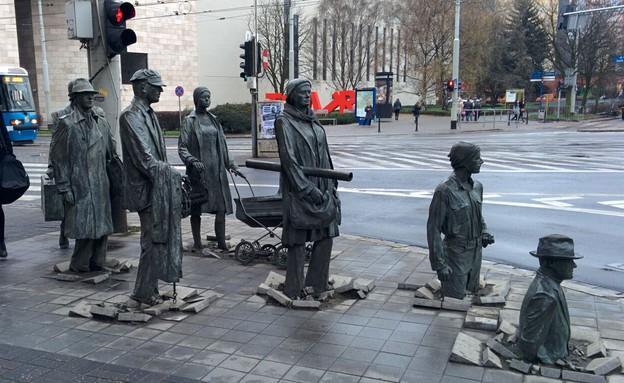 """""""האנדרטה לחולפים האלמוניים"""" (צילום: יחסי ציבור, ויקיפדיה)"""