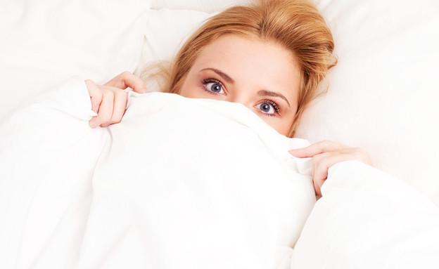 אישה במיטה (צילום: Lana K, Shutterstock)