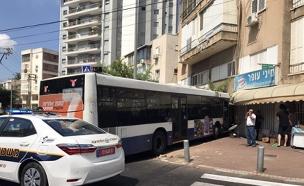 אוטובוס התנגש בבית קפה ברמת גן (צילום: חדשות 2)