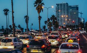 תל אביב בלילה, פקקים, רעש, עיר (צילום: Fotokon, Shutterstock)