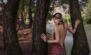 אישה בטבע (צילום: Anna Demianenko, Shutterstock)