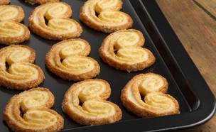 עוגיות אזני פיל בתבנית (צילום: Ramon Antinolo, Shutterstock)