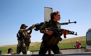 היזידיות שחזרו לשדה הקרב (צילום: רויטרס)