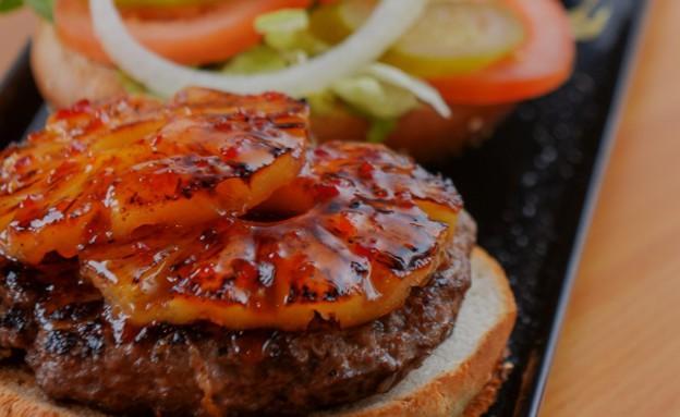 קציצה עגלגלה המבורגר בתוספת אננס צלוי (צילום: יחסי ציבור,  יחסי ציבור )