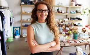 אישה בחנות בגדים (אילוסטרציה: Monkey Business Images, Shutterstock)