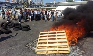 עובדי מפעל חיפה כימיקלים מפגינים (צילום: חדשות 2)
