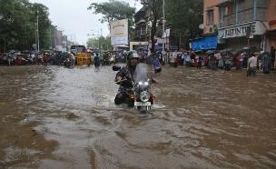 הצפות בהודו (צילום: רויטרס)