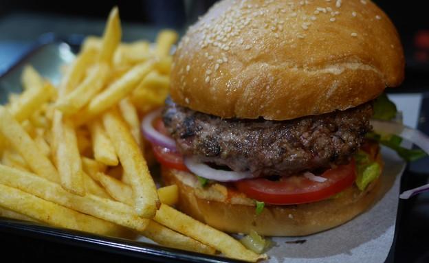 המבורגר, לה קרנה (צילום: גיל גוטקין, אוכל טוב)