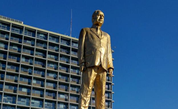 הפסל של נתניהו בכיכר רבין, בשנה שעברה (צילום: חדשות 2)