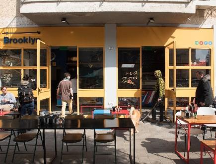 מסעדות04, חזית צהובה שאי אפשר לפספס