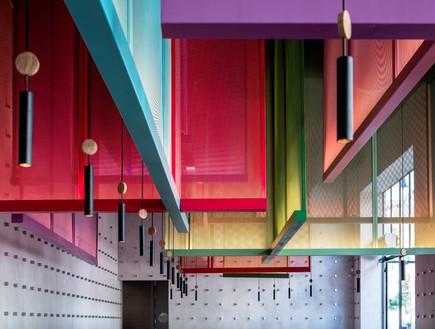 מסעדות01, אלמנט אנכי בהשראת פסטיבלי עפיפונים יפניים