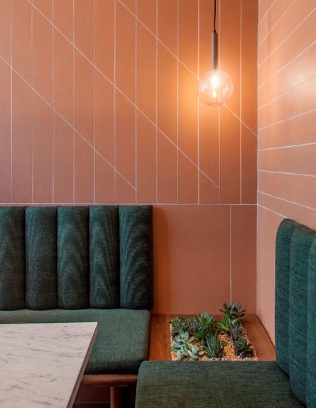 מסעדות06, שילוב גוונים טבעיים של ירוק וטרקוטה, צילום-יואב גורין