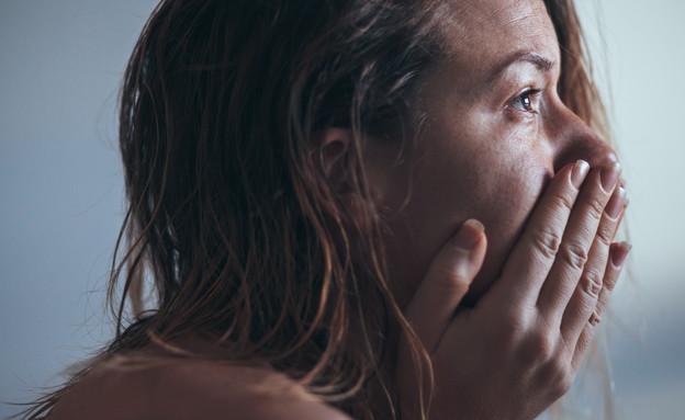 אמא בוכה (צילום: Marjan Apostolovic, Shutterstock)