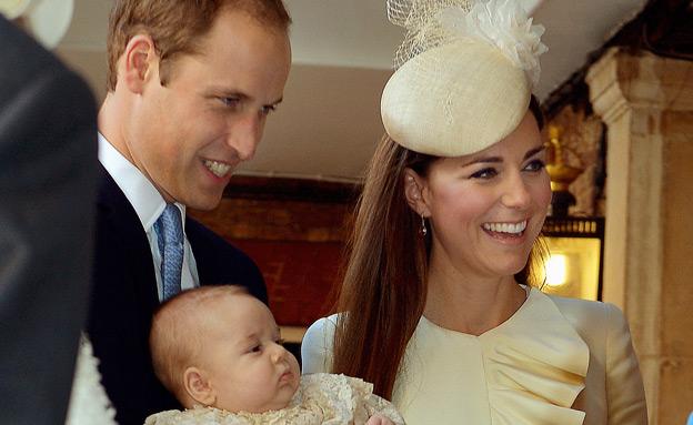 הזוג המלכותי ובנם ג'ורג' (צילום: רויטרס)