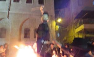 תיעוד מטריד: שריפת בובת חייל בירושלים (צילום: חיים גולדברג)