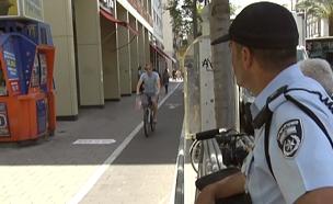"""החלו הקנסות לרוכבי אופניים בת""""א (צילום: חדשות 2)"""