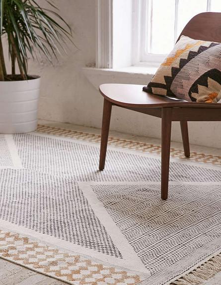 07 שטיח כותנה עם הדפסה של אריגה גיאומטרית עדינה. מחיר 29-329 דולר, (צילום: Urban Outfitters)