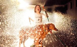 זוכה בתחרות צילומי הילדים ילדה וכלב (צילום:  Photo by Flash90)