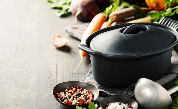סיר ברזל יצוק (צילום: Natalia Klenova, Shutterstock)