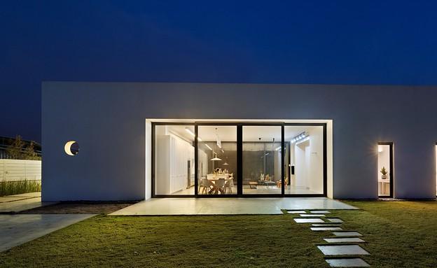 בית בין כרמים, חוץ לילה (26) (צילום: אסף פינצ'וק)