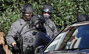 כוחות ביטחון בזירת הפיגוע, היום (צילום: רויטרס)