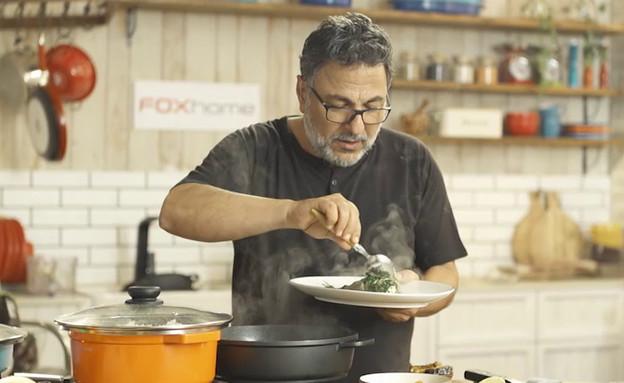 ישר מהסיר: חיים כהן מבשל דגים (צילום: בבושקה הפקות)