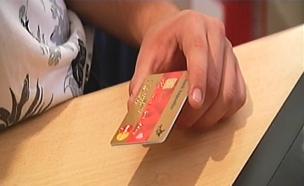 כמה קל לרכוש באשראי של אחרים? צפו בכתבה המלאה (צילום: חדשות 2)