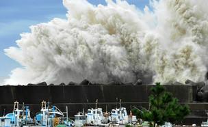 גלי ענק בצפון יפן 2011 (צילום: ap)