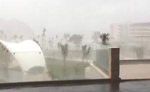 """""""מריה"""" הכתה: """"אנו נתונים לחסדי הסופה"""" (צילום: skyaus)"""