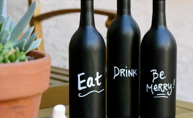מחזור01, בקבוקי יין דקורטיביים לקראת האירוח הבא (צילום: cohas.com)