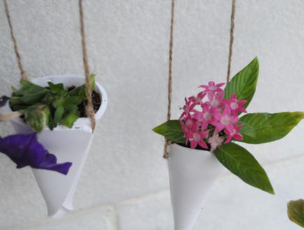 אביבית ירקוני- כהן (1) העציצים מוכנים ותלויים (צילום: אביבית ירקוני-כהן)