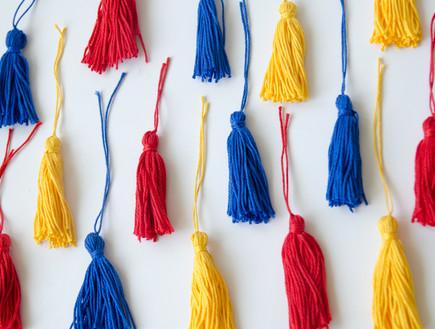 נועה קליין- אהיל ושרשרת, 7, מכינים גדילים בשלל צבעים (צילום: נועה קליין)