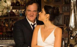 """קוונטין טרנטינו ודניאלה פיק חוגגים אירוסין (צילום: מתוך """"ערב טוב עם גיא פינס"""", שידורי קשת)"""