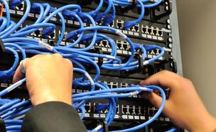 ארון תקשורת (צילום: ESB Professional, ShutterStock)