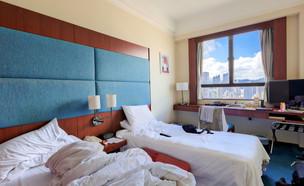 חדר מלון מבולגן (צילום: יחסי ציבור, shutterstock)