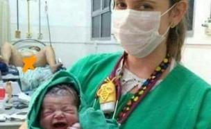 תמונת לידה מביכה (צילום:  Photo by Flash90)