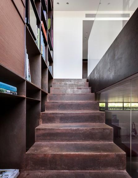 בית הפלדה, ג, מדרגות (36)