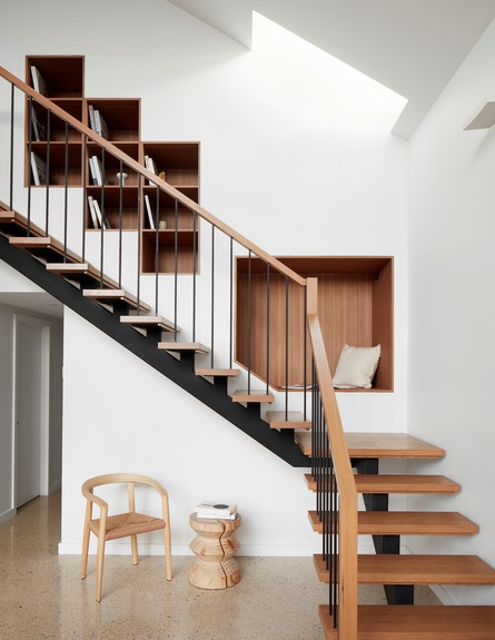 בילדאין04_ נישות מלוות את גרם המדרגות (צילום: Tom Roe)