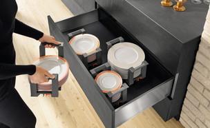 אחסון כלים 04_ חלוקות פנימיות לאחסון כלים במגירות המטבח (צילום: יחצ מטבחי סמגל)