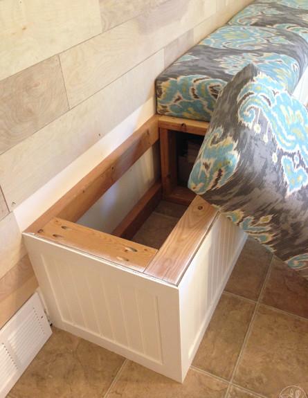 אחסון כלים 09_ החליפו את הכיסאות בספסל עם אחסון (צילום: housefulofh)