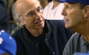 לארי דיוויד באצטדיון בייסבול (צילום: HBO)