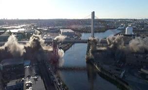 הריסה מבוקרת של גשר בניו יורק (צילום: רויטרס)
