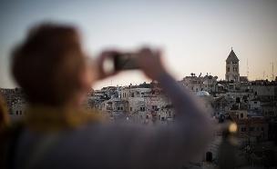 בלי חשש: התיירים נוהרים לירושלים בחג (צילום: הדס פארוש / פלאש 90)