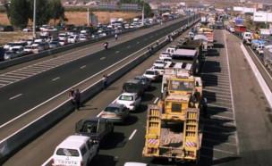 """פקק בכביש 5. משרד התחבורה מתמהמה כבר שלוש שנים בהכשרת הנת""""צ (צילום: ניר קידר, TheMarker)"""