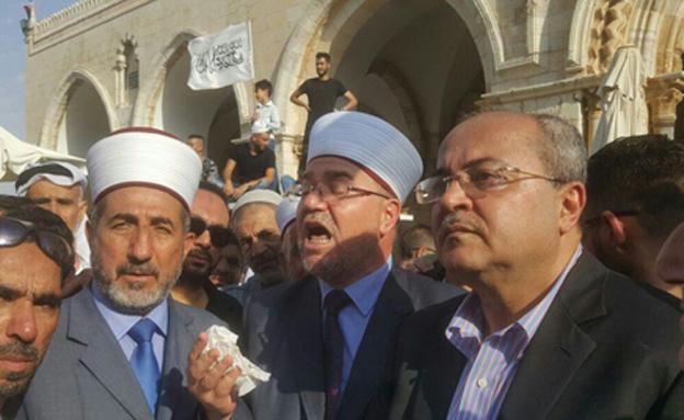 """""""אכנס למסגד מתי שאחליט"""""""